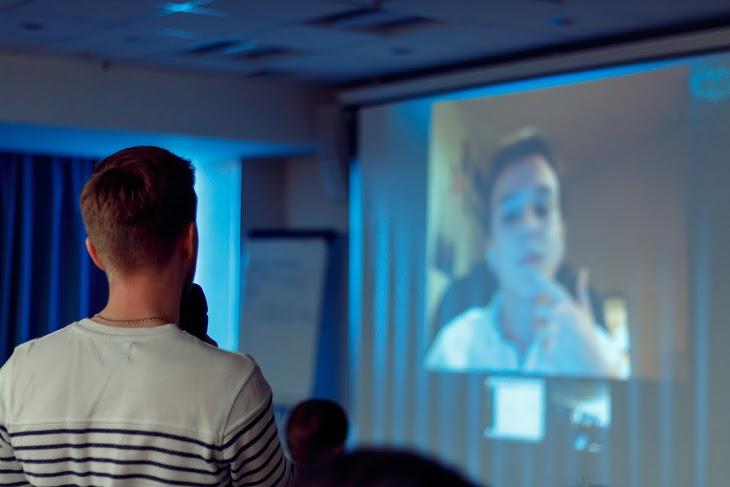 Если вы думаете, что трансляция по скайпу в зал - это скучно, то вас просто не было на выступлении Алексея Князева. Полчаса ответов на вопросы из зала и онлайн-трансляции!