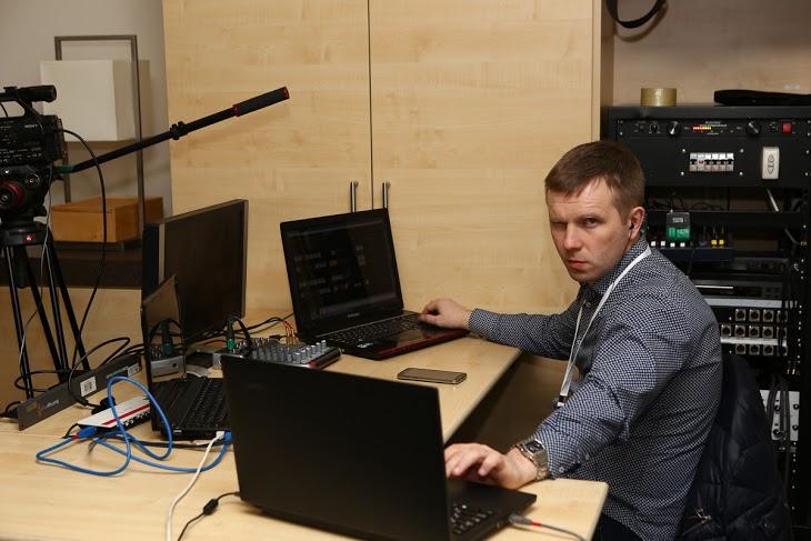 Фёдор - главный по технике и трансляции. Уровень - Бог!